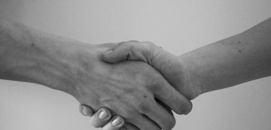 Zasady  konstruowania umów w praktyce działalności placówki medycznej